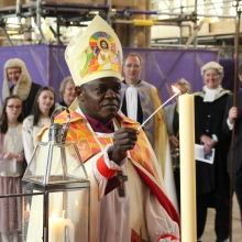 Archbishop lights Minster candle from All Saints Hessle